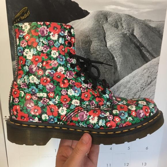 Dr. Martens Shoes - Dr. Martens floral boots!